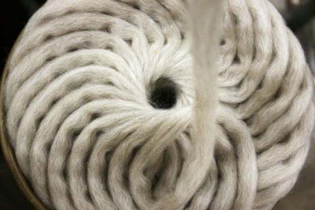 Can-coiled pin drafted roving.